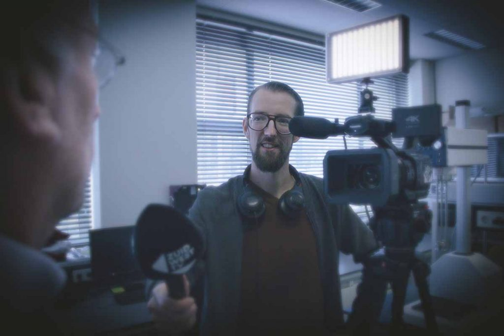 Vincent Krijtenburg aan het werk als Camerajournalist.